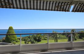 3 bedroom apartments for sale in Vallauris. Apartment with a terrace and a sea view in a residence with a gym, a swimming pool and a tennis court, Vallauris, France