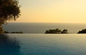 Luxury houses for sale in Budva. Splendid villa with outdoor pool in Rezevici