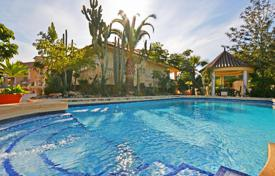 Houses with pools for sale overseas. Chalet – Alicante, Valencia, Spain