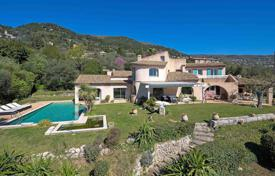 Houses with pools for sale in Grasse. Cannes back country — Provençal villa with sea view