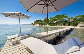 Villas and houses to rent in Sainte-Maxime. Superb water front property located at the entrance of Saint-Tropez