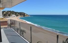 5 bedroom apartments for sale in Catalonia. Apartment – Lloret de Mar, Catalonia, Spain