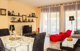 Coastal townhouses for sale in Costa Brava. Furnished two-storey semi-detached house only 120 meters from the beach in Lloret de Mar, Fenals area