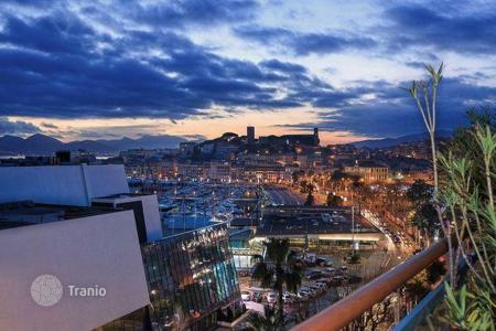 Coastal hotels for sale in Europe. Hotel – Cannes, Côte d'Azur (French Riviera), France