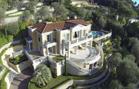 Luxury 5 bedroom houses for sale in Villefranche-sur-Mer. Stylish villa overlooking the sea with a private garden, a pool and a garage, Villefranche-sur-Mer, France