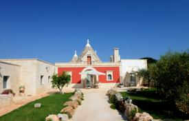Residential for sale in Martina Franca. Villa with a terrace, a pool and a garden in the center of Valle d'Itria, Italy