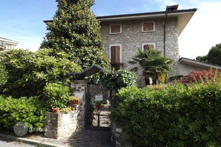 4 bedroom houses for sale in Lake Garda. Villa – Desenzano del Garda, Lombardy, Italy
