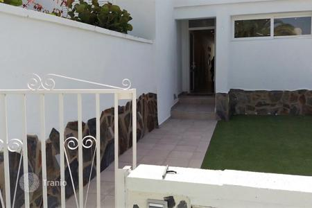 Houses with pools for sale in Callao Salvaje. A splendid bungalow in Callao Salvaje, the sunniest residential area in the south of Tenerife
