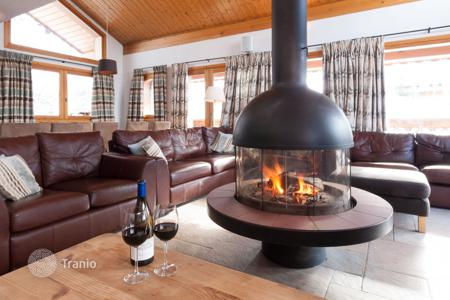 Luxury houses for sale in French Alps. Spacious chalet near the resort center