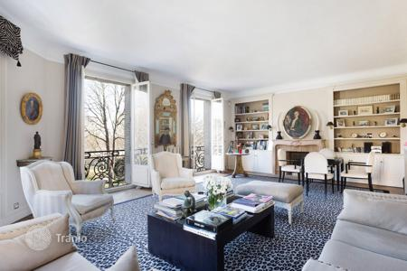 Luxury 2 bedroom apartments for sale in Europe. Apartment overlooking Trocadero Gardens, Eiffel Tower and Seine, in Paris 16 th, Ile-de-France, France