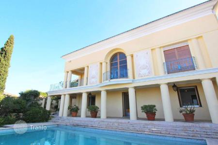 Luxury 6 bedroom houses for sale in Côte d'Azur (French Riviera). Renovated Art Deco mansion in Mont Boron with a panoramic sea view