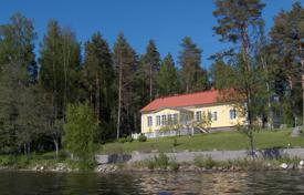 Property for sale in Finland. Comfortable villa on the lake with a private plot, a garage and a sauna, Kuitula, Finland