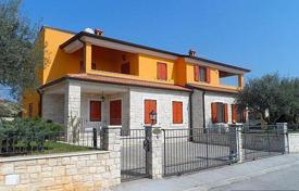 Townhouses for sale in Istria County. Comfortable semi-detached house with swimming pool in the exclusive area