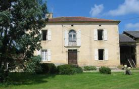 Property for sale in South - Pyrenees. Beautiful rebuilt character house (1862) surrounded by park, with three watering places, a pond and