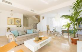 2 bedroom apartments for sale in Benalmadena. Seaview apartment in a residence with a pool and a children's playground, close to beaches, Benalmádena, Costa del Sol