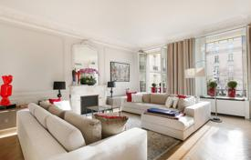 Luxury 3 bedroom apartments for sale in Ile-de-France. Paris 8th — Avenue Montaigne