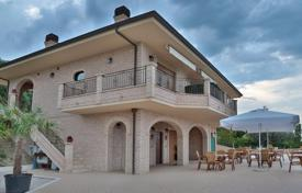 6 bedroom houses for sale in Pineto. Villa with sea views, garage and big plot of land near the beach in Pineto, Italy