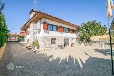Houses with pools for sale in Chiva. Villa – Chiva, Valencia, Spain
