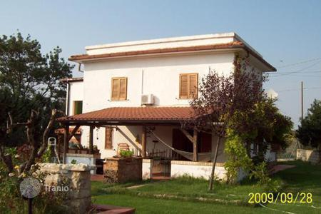 Houses for sale in Abruzzo. Beautiful villa in Chieti, Italy