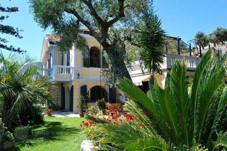 Houses with pools by the sea for sale in Italy. Luxurious villa in Ospedaletti, Liguria
