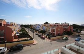 Cheap houses for sale overseas. Murcia, Los Narejos, Community Pinar de Roda Golf. Duplex 96 m² and 166 m² plot.