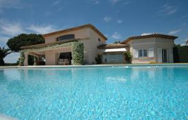 Luxury houses with pools for sale in Peymeinade. Villa in Peymeinade