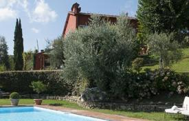 Villas and houses for rent with swimming pools in San Donato In Collina. Villa Montisoni