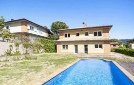 5 bedroom houses for sale in Vallromanes. Beautiful villa with swimming pool in Vallromanes, Spain