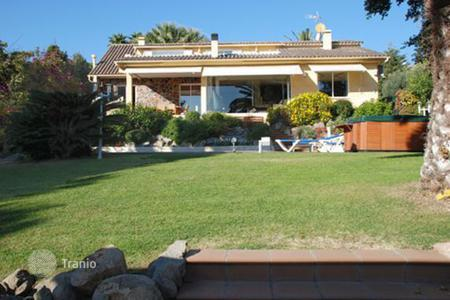 4 bedroom houses for sale in Alella. House located in an excellent and luxurious residential neighborhood in the Maresme area, Spain