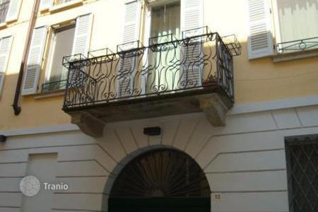 Luxury property for sale in Pavia. Modern, ELEGANT APARTMENT in the HISTORIC CENTRE of PAVIA