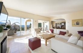 4 bedroom houses for sale in Castell Platja d'Aro. Comfortable villa with a swimming pool and a covered veranda, in a prestigious area, near the city center, Castell Platja d'Aro, Spain