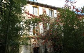 Residential for sale in Lourmarin. Lourmarin — Mansion