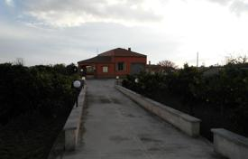 3 bedroom houses for sale in Sicily. Villa with an orchard and lounge area near the Ispica and Pozzallo, Sicily