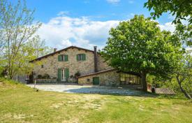 Residential for sale in Marche. Two-storey furnished house with a terrace and a garden next to Urbino, Italy