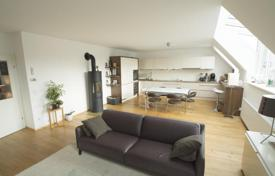 4 bedroom apartments for sale in Vienna. Sunny and quietly located rooftop apartment with 4 bedrooms, balcony and large terrace near Volksoper, Vienna, Austria