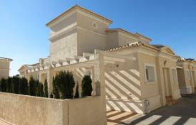 3 bedroom houses for sale in Valencia. 3 bedroom villa with communal pool, solarium, sea views and summer dining area in Calpe