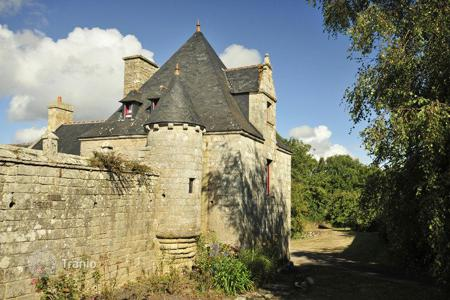 Property to rent in Brittany. Breton Manor — The Tower