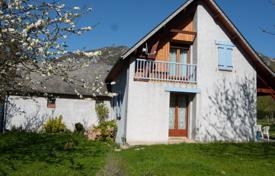 Property for sale in Bagnères-de-Bigorre. Comfortable villa with a spacious garden, next to the valley of Campan, Bagnères-de-Bigorre, France