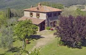 Property for sale in Castelnuovo Berardenga. Rustic style villa with a swimming pool in Castelnuovo Berardenga, Tuscany, Italy