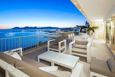 5 bedroom apartments by the sea for sale in Provence - Alpes - Cote d'Azur. Cannes — Croisette — Exceptional Penthouse