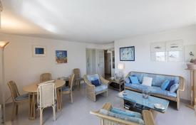 3 bedroom apartments for sale in Fréjus. Sea view apartment with a terrace and balconies, in a condominium with a garage, Fréjus, Côte d'Azur, France