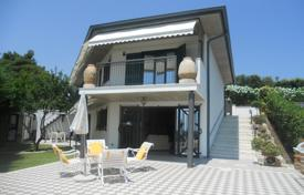 4 bedroom houses for sale in Abruzzo. Luxury villa in Montesilvano. Italy