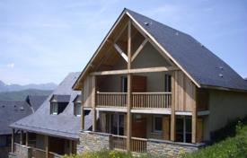 Cheap 2 bedroom houses for sale in France. Chalet – Auvergne-Rhône-Alpes, France