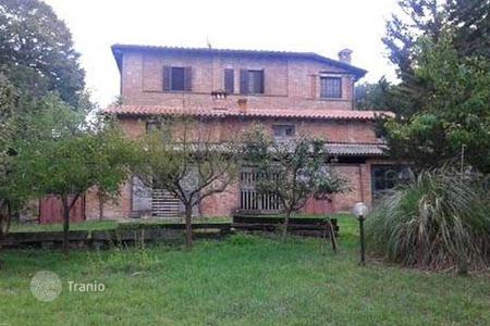 Houses for sale in Chiusi. Villa – Chiusi, Tuscany, Italy