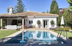 3 bedroom houses for sale in Costa del Sol. Cozy villa with a private garden, a swimming pool, a parking and terraces, Estepona, Spain