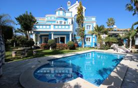 Luxury 4 bedroom houses for sale in Marbella. Unique villa in Bahia de Marbella