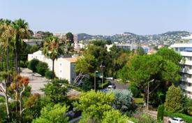 Apartments with pools by the sea for sale in Cannes. APPARTMENT CANNES CENTRE/ HOPITAL DE BROUSSAILLES