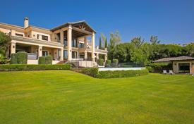 A stunning villa with majestic views over 3 golf courses to the sea and the mountains for 2,995,000 €