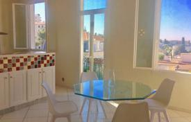 Cheap residential for sale in Le Cannet. Cozy apartment with a balcony in a residence with a parking, Le Cannet, France