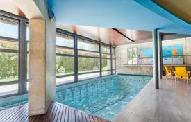 Luxury residential for sale in Pedralbes. Exclusive family house in the most prestigious area of Pedralbes, with a complete separate apartment